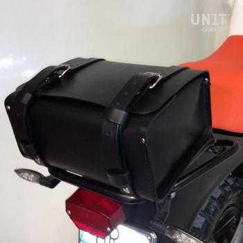 GS背袋采用初粒面皮革制成