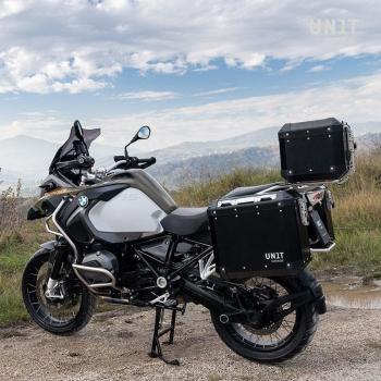 一对带有R1200GS LC的Atlas 40L + 34L铝袋-R1250GS和ADV镜框